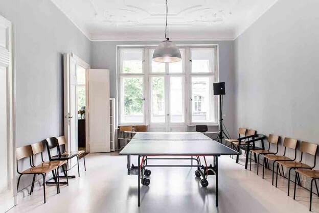 charmanter vintage look in berliner stuck altbau. Black Bedroom Furniture Sets. Home Design Ideas