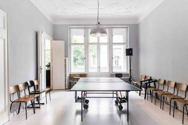 charmanter vintage look in berliner stuck altbau landhaus look. Black Bedroom Furniture Sets. Home Design Ideas
