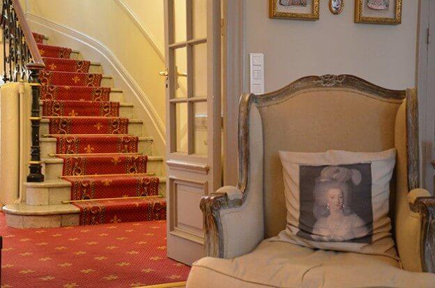 m bel wohnideen buchtipps f r wohnen im franz sischen landhausstil. Black Bedroom Furniture Sets. Home Design Ideas