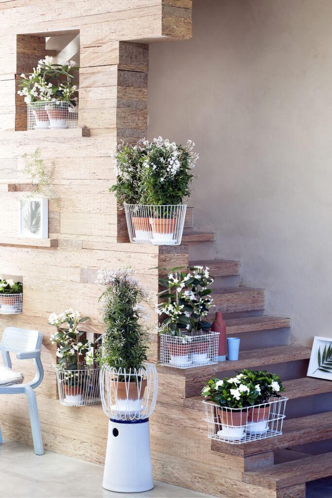 weisse bluete treppe landhaus look. Black Bedroom Furniture Sets. Home Design Ideas