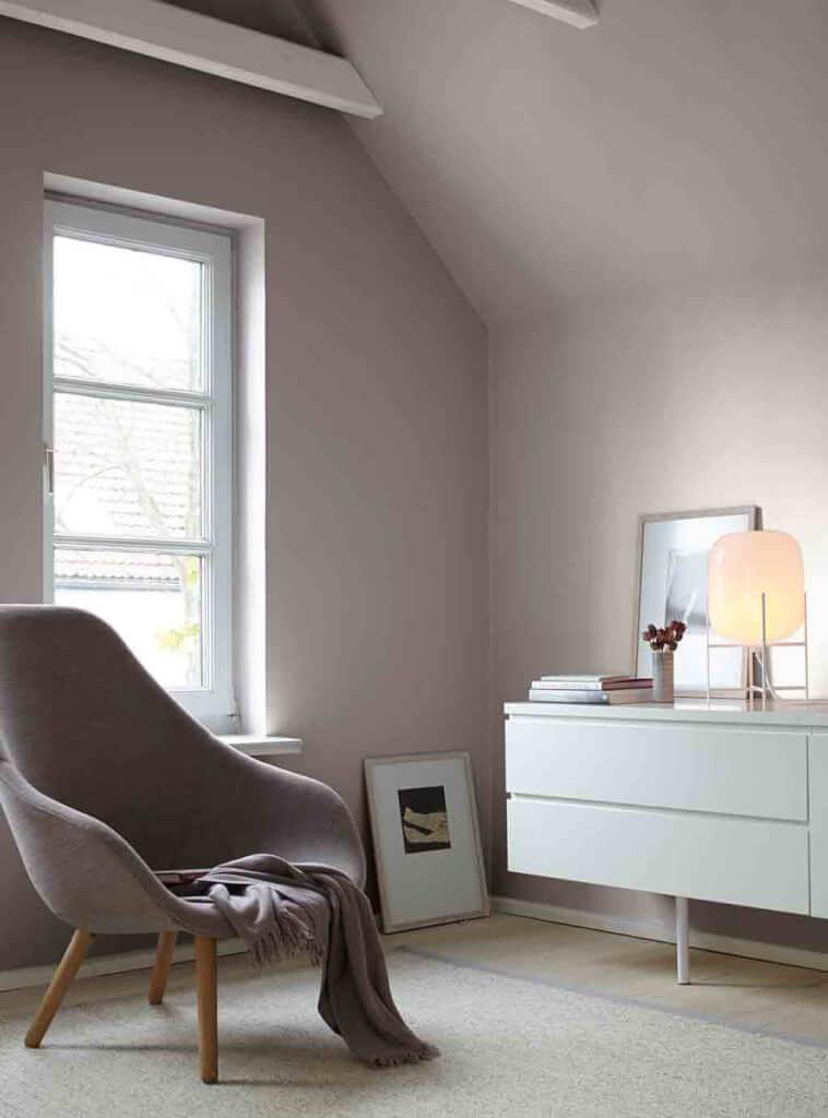 graue wand im wohnzimmer alpina feine farben no 03 poesie der stille. Black Bedroom Furniture Sets. Home Design Ideas