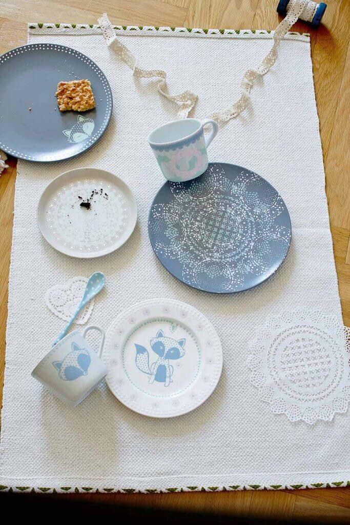 Chalky Chic: Geschirr aus Porzellan bemalt mit Kreidefarbe für Glas