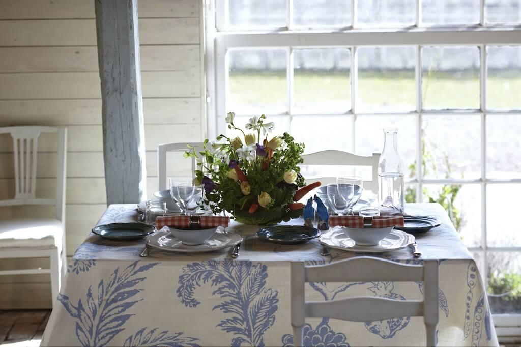 Esstisch in weißer Landhausküche