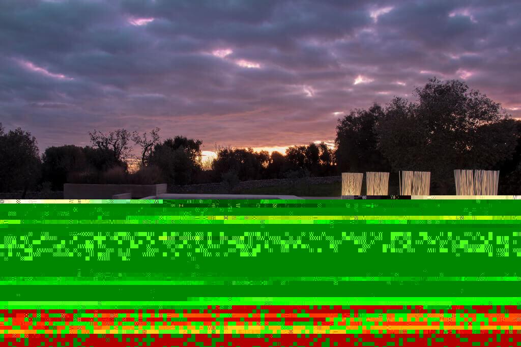 Gartenbeleuchtung Landhausstil Die Terrassenleuchte Don't Touch aus PVC-Stäben lädt dazu ein, sie zu berühren – auch wenn ihr Name das eigentlich verbietet. Mit einem Silikonring kann sie oben zusammengebunden werden.