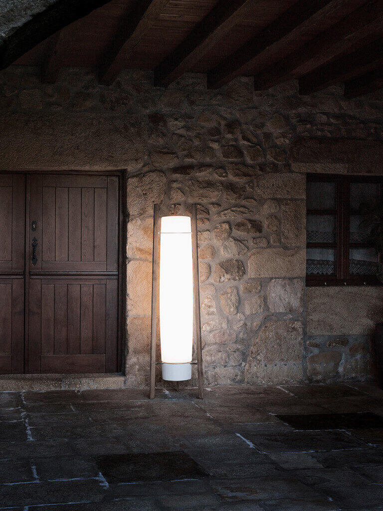 Gartenbeleuchtung Landhausstil : Die tragbare LED-Terrassenleuchte Inn Side sorgt mit ihrem warmweißen Licht garantiert für eine behagliche Atmosphäre auf jeder Gartenparty.