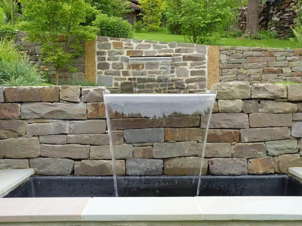 Wasserfall im Garten