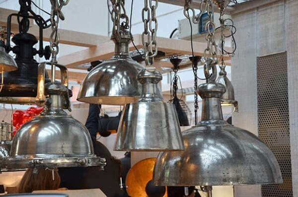 Lampen im Industrie-Stil, z.B. aus Rohnickel, rechts @ Foto: Siegbert Mattheis
