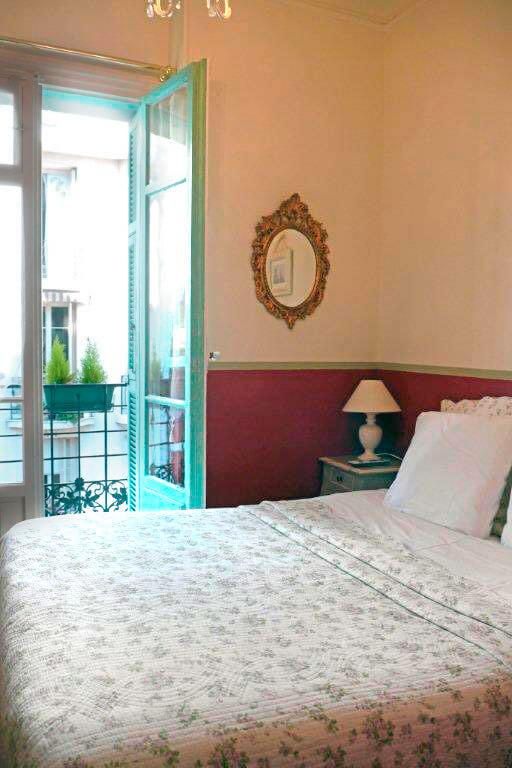 Nizza_Villa-Rivoli-Blumen-Zimmer