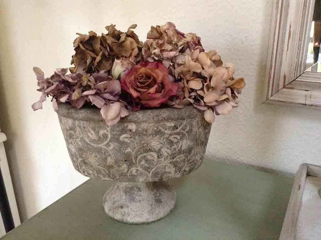 Getrocknete Rosen und Hortensien