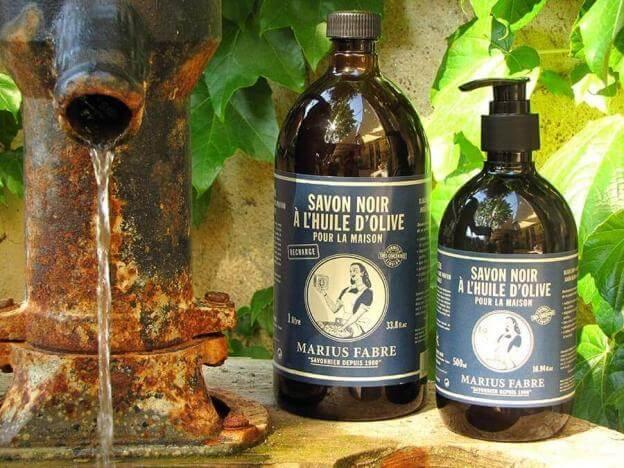 Schwarze Olivenölseife der Seifenmanufaktur Marius Fabre ist ein natürlicher Allzweckreiniger