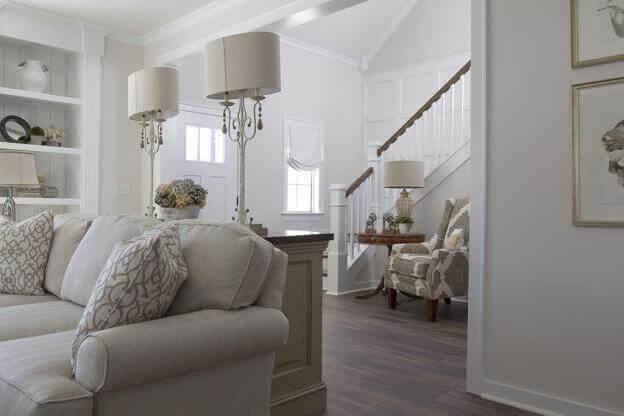 Wohnen im Landhausstil in Weiß und Grautönen