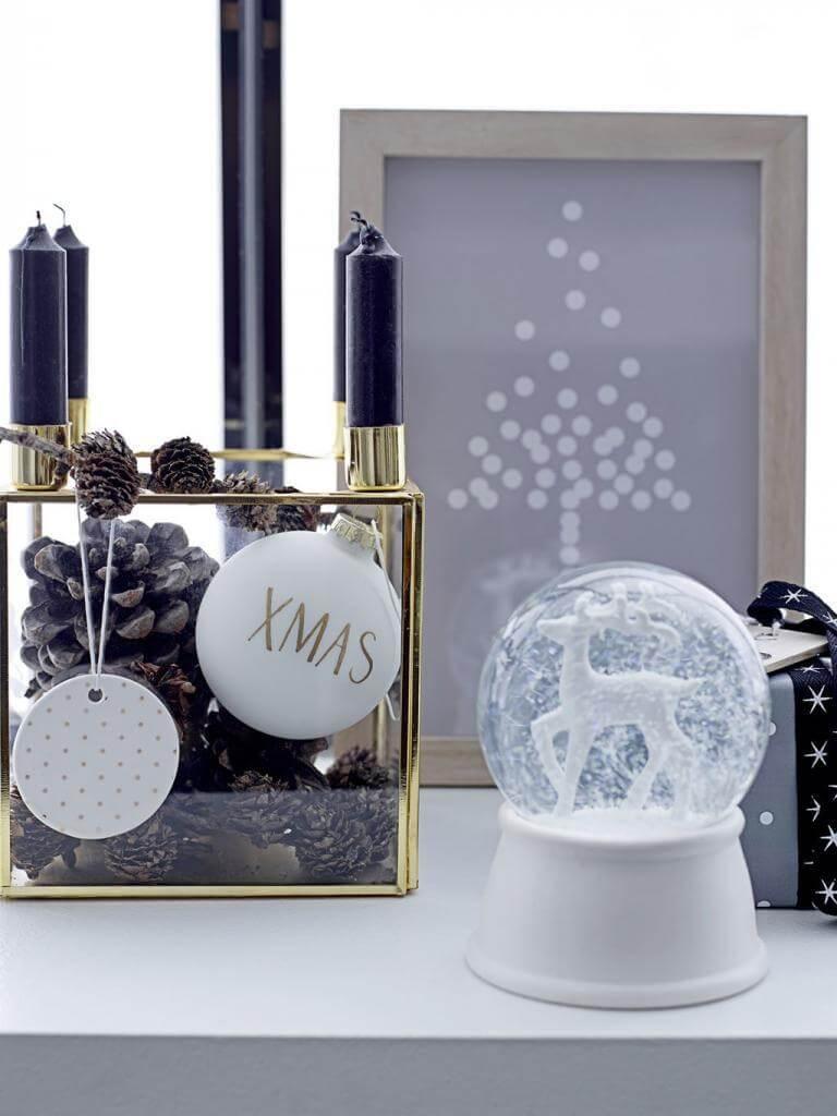 Bloomingville Kerzenleuchetr und Weihnachtskugeln