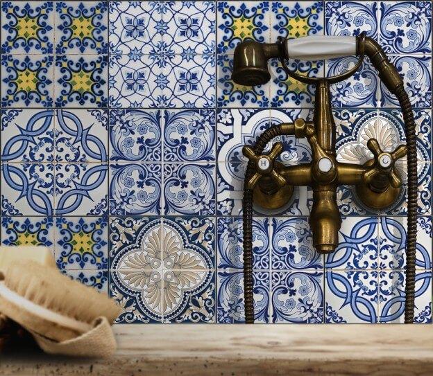Klebefolien sorgen für orientalischen Look im Badezimmer