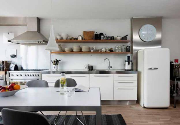 Weiße Küche im modernen Landhausstil