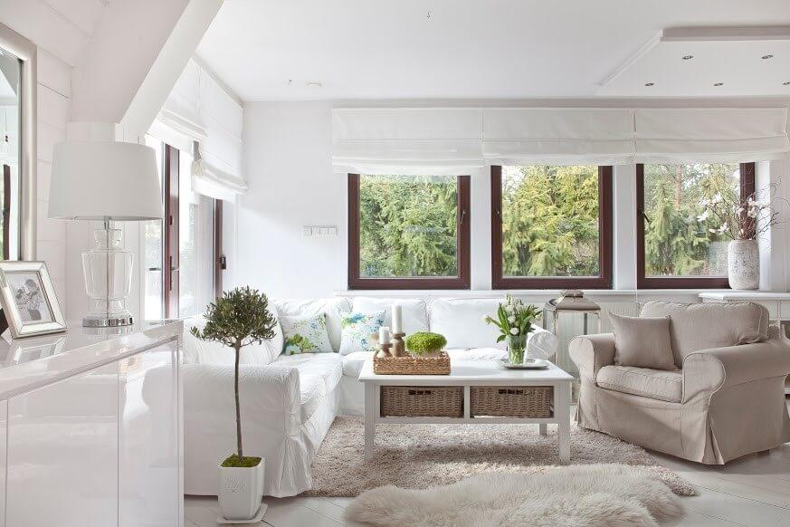 Graue Und Weiße Hussen Für Sessel Und Sofa Machen Den Landhausstil Edel Und  Wandlungsfähig